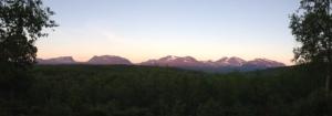 Midnattssolen skiner i Abisko. Bilden tagen kl. 00.30, 5 juli 2014.
